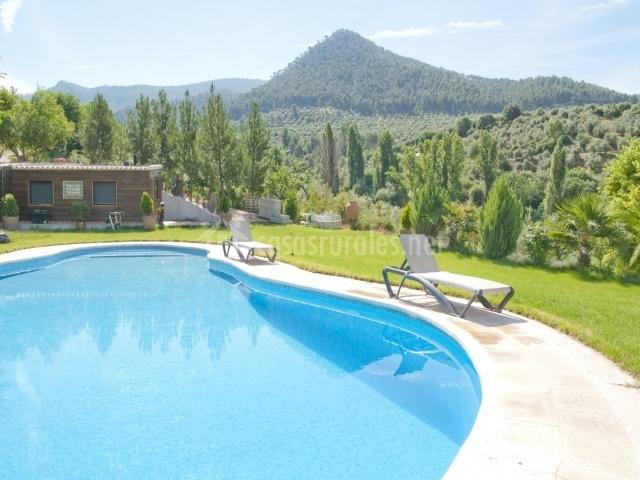 Casa el castillo en orcera ja n for Tumbonas piscina baratas