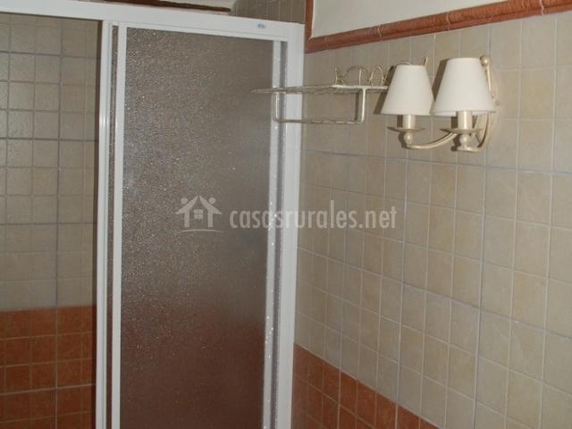 Casa rural corbat n en corbaton teruel - Cuartos de bano con plato ducha ...