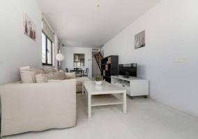 Sala de estar con mueble bajo