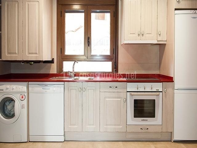La ribera casa extra casas rurales en escalona huesca - Habitacion roja y blanca ...