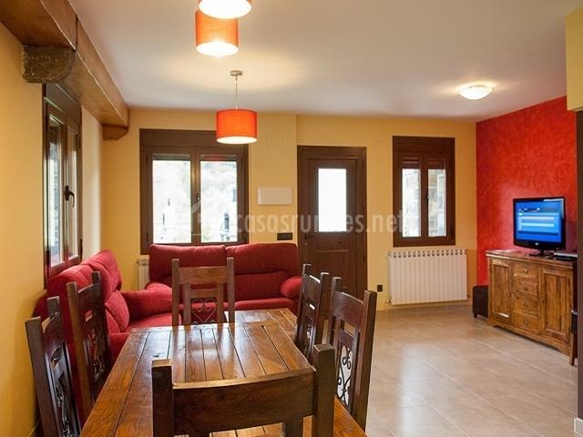 La ribera casa extra en escalona huesca - Muebles salita de estar ...