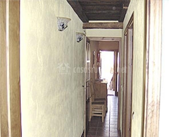 Pasillo de la vivienda con vistas a la entrada principal