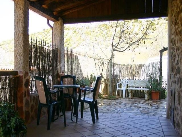 Mesas y sillas en el exterior