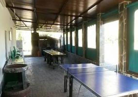 Mesa de ping pong en el porche
