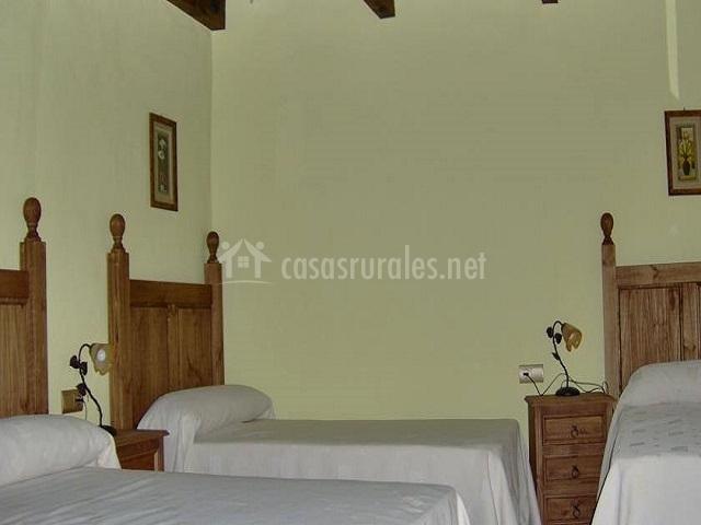Dormitorio triple de camas individuales