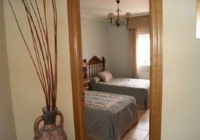 Dormitorio doble desde la puerta