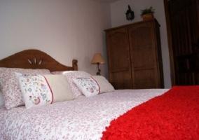 Detalle cama roja