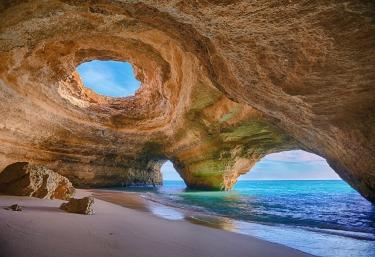 Cuevas entre las playas de Las Catedrales
