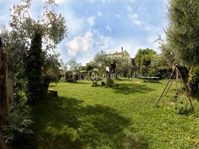 Vistas de las zonas verdes con espacio infantil