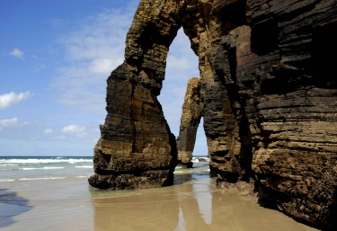Preciosas cuevas de las playas Las Catedrales