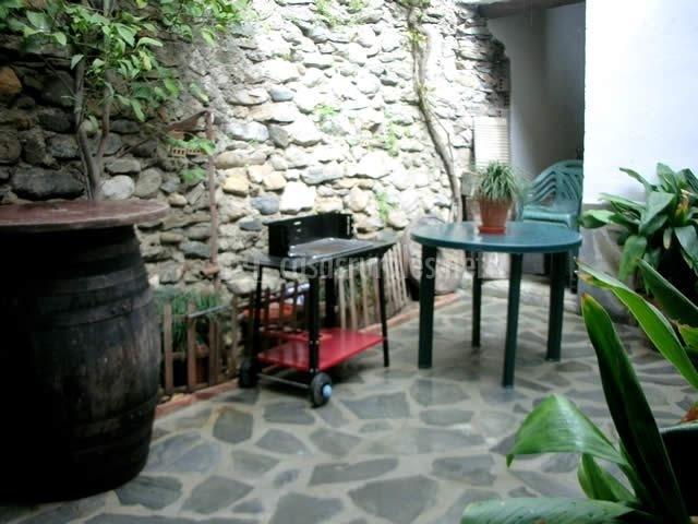 Casita el patio en monachil granada - Patios con barbacoa ...