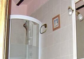Baño con cabina hidromasaje