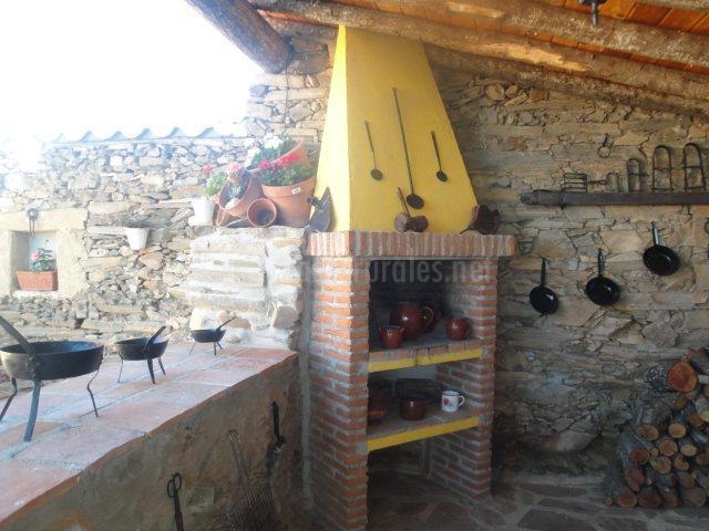 Casa rural los abuelos en horcajo medianero salamanca for Barbacoa patio interior