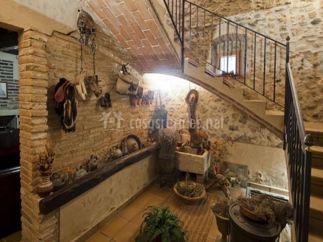 Casa pairal espasa en barbera de la conca tarragona for Escaleras interiores casas rusticas