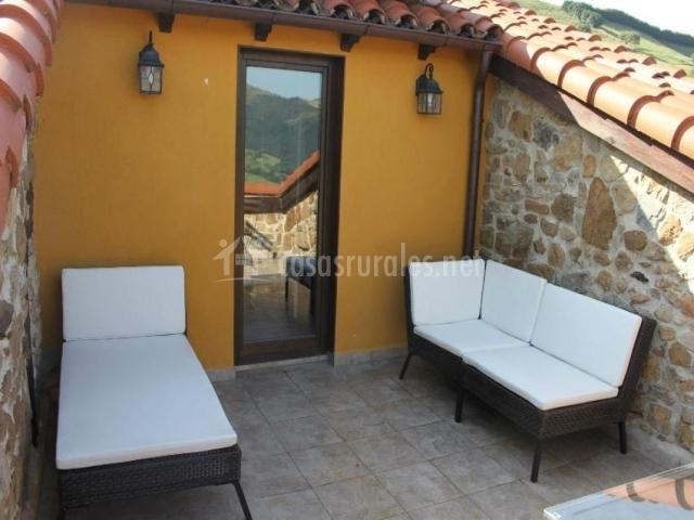 La charruca ii en abionzo cantabria for Asientos terraza