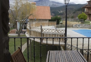 13 casas rurales con piscina en potes for Apartamento rural con piscina privada