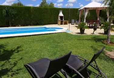 Casas rurales con piscina en sevilla for Alquiler casa en umbrete sevilla