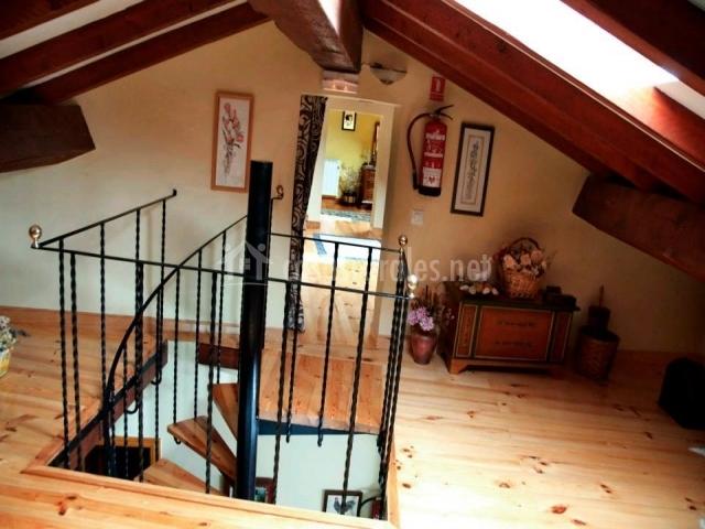 Awesome Escalera De Subida A La Buhardilla With Escaleras Para Buhardilla