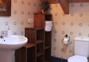 Cuarto de baño abuhardillado