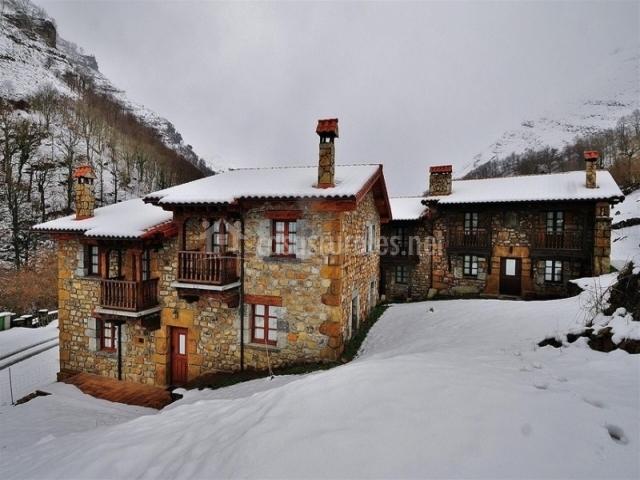 Casas del complejo y alrededores nevados