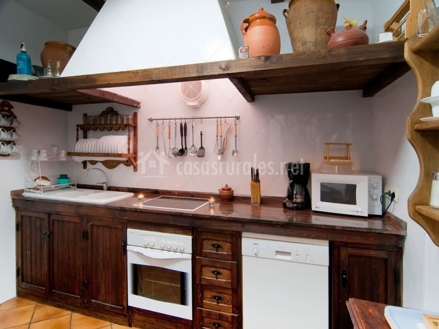T a nicolasa de la puebla en puebla de don rodrigo ciudad for Muebles de cocina completa