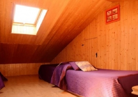 Buhardilla con camas