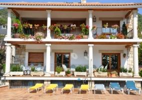 Porche y terraza fachada
