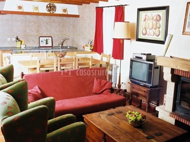 Casa del r o en reocin de los molinos cantabria for Cocina abierta sala de estar