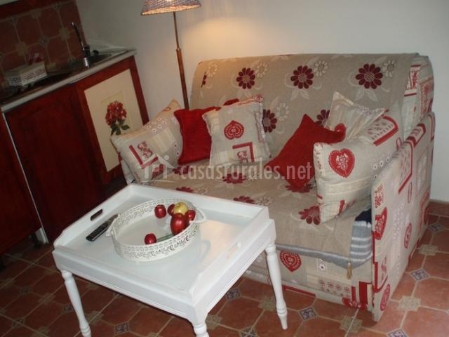 Apartamento lindas casas en villasexmir valladolid for Mesa supletoria cocina