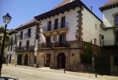 Azkoiti Etxea I  - Ochagavia, Navarra