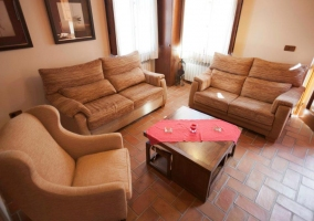 Salón con confortables sillones