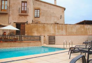 Casas rurales con piscina en maians for Casas rurales en portugal con piscina