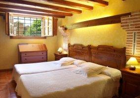 Habitación con 2 camas unidas