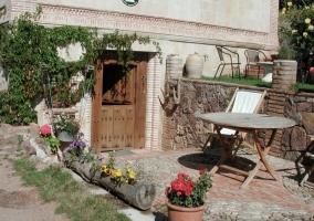 Patio con mobiliario de jardín