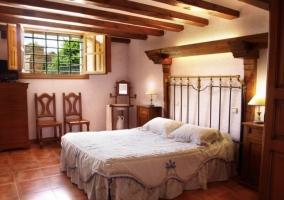 Dormitorio con 2 camas individuales unidas