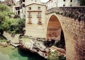 Puente de Beceite y su río Matarraña
