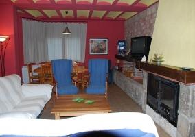 Salón con cómodos sofás