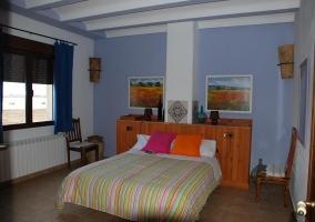 Habitación de matrimonio azulada