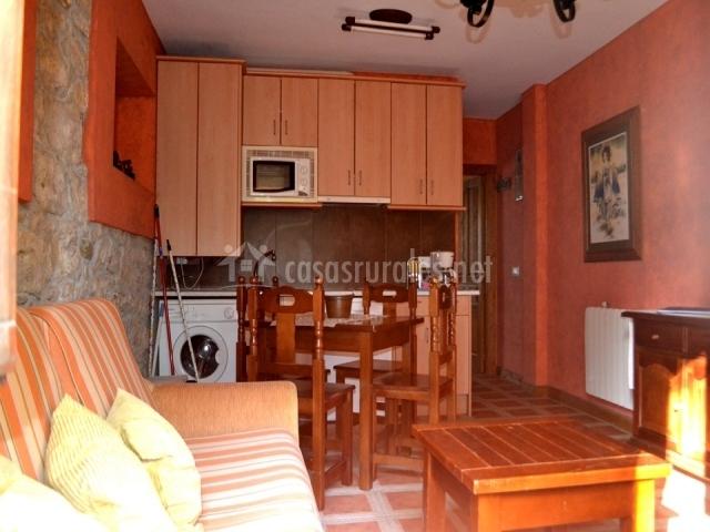 Los tilares i las calderas en camplengo cantabria for Sala de estar y cocina