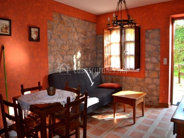 Los tilares ii las calderas en camplengo cantabria for Sala de estar y comedor