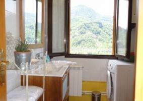 Cuarto de baño con lavadora