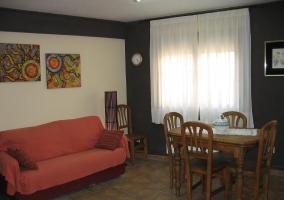 Comedor y sofá del salón