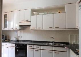Cocina con armarios