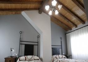 Dormitorio de matrimonio en laparte superior del apartamento
