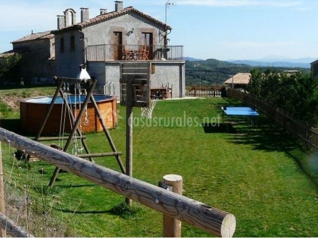 Caseta de cal blasi en casserres barcelona for Casa rural con jardin
