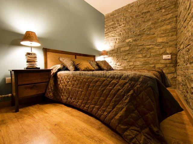 Apartamentos ca ardo bozo en oros alto huesca - Cabeceros de piedra ...