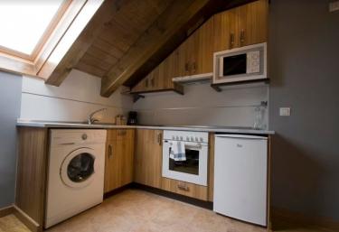 Cocina con tragaluz y lavadora