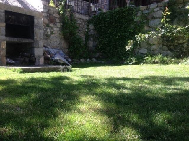 Casa barranco en chisagues huesca - Jardin con barbacoa ...