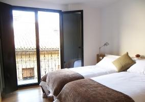 Habitación de 2 camas individuales con hermoso balcón