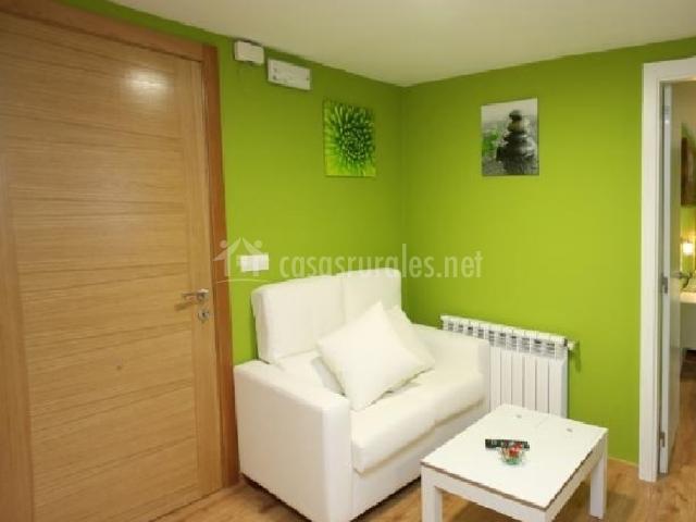 Verde pistacho apartamentos bouso en ribadeo casco for Cocina verde pistacho